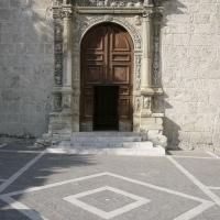 Anversa degli Abruzzi (Aq), chiesa di Santa Maria delle Grazie (sec. XVI), portale rinascimentale in pietra calcarea datato 1540