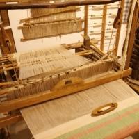 Bomba (Ch), Museo Etnografico, sala della tessitura con due antichi telai a mano