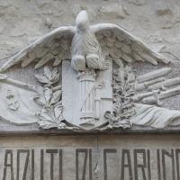 Carunchio (Ch), lapide - monumento ai caduti, aquila con fascio littorio
