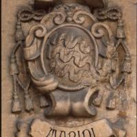 Guardiagrele (Ch), cattedrale medievale di Santa Maria Maggiore, stemmi nobiliari sotto il portico destro
