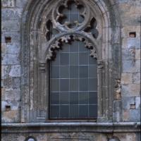 Guardiagrele (Ch), cattedrale medievale di Santa Maria Maggiore, facciata, dettaglio, finestra