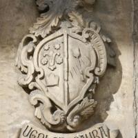 Guardiagrele (Ch), cattedrale di Santa Maria Maggiore, stemmi nobiliari murati sul lato destro, sotto al portico