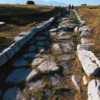 Montenerodomo (Ch), le rovine del municipium romano di Juvanum, strada pavimentata in pietra