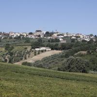 Mozzagrogna (Ch), veduta con campagna