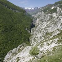 Pennapiedimonte (Ch), vallone delle Tre Grotte visto dal Balzolo