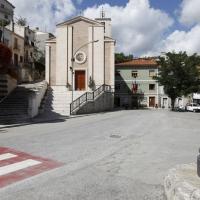 Quadri (Ch), piazza e chiesa parrocchiale