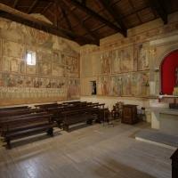 Rocca di Cambio (AQ), chiesa di Santa Lucia, interno, pareti di sinistra e di fondo