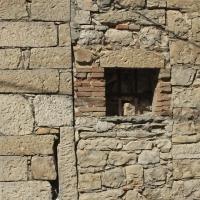 San Giovanni Lipioni (Ch), elemento archiettonico su casa privata, finestra murata