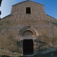 Capestrano (AQ, chiesa medievale di San Pietro ad Oratorium, facciata