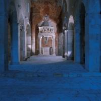 Capestrano (AQ, chiesa medievale di San Pietro ad Oratorium, interno, navata centrale con il ciborio del 1200