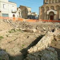 San Salvo, scavi archeologici in piazza San Vitale, in fondo la chiesa di San Giuseppe