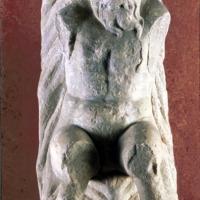 Vasto (Ch), il Museo Archeologico di Palazzo d'Avalos, Telamone in pietra locale, probabilmente destinato a sorreggere qualche elemento architettonico (sec. XIII)