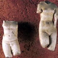 Vasto (Ch), il Museo Archeologico di Palazzo d'Avalos, statuine romane in marmo frammentate