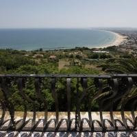 Vasto (Ch), il golfo dal balcone di Palazzo d'Avalos